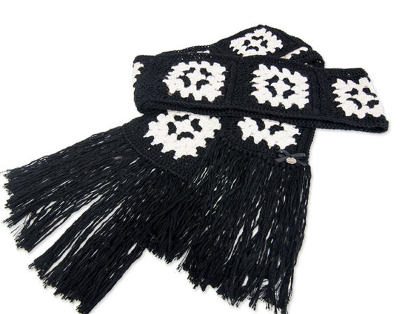 Granny Black & White Scarf